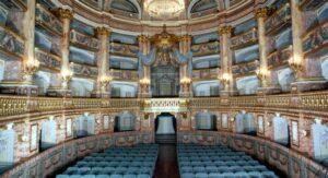 El tribunal de Caserta en el Palacio Real de Caserta vuelve a abrir al público todos los viernes, sábados y domingos