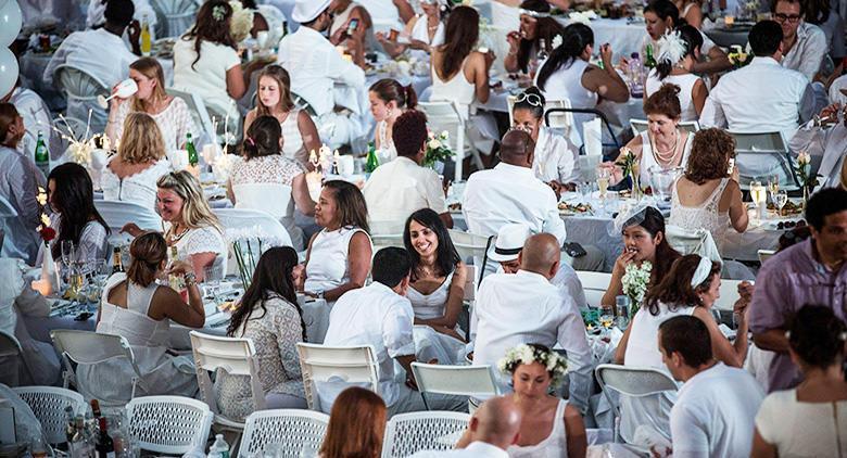 Cena in bianco al bagno elena di napoli tutti in abiti bianchi