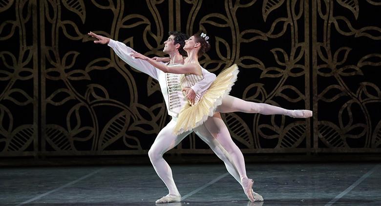 Il balletto russo Cenerentola in scena al Teatro San Carlo di Napoli