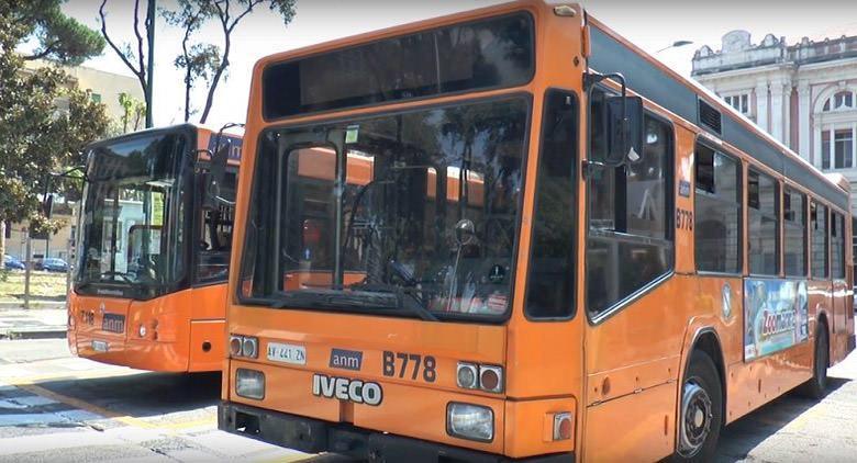 Bus ANM a Napoli per Villa Rosebery, Città della Scienza e Mostra sui Dinosauri