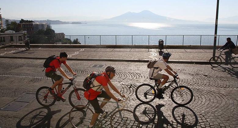 La Cazzimbocchia: la pedalata vintage del Napoli Bike Festival 2017