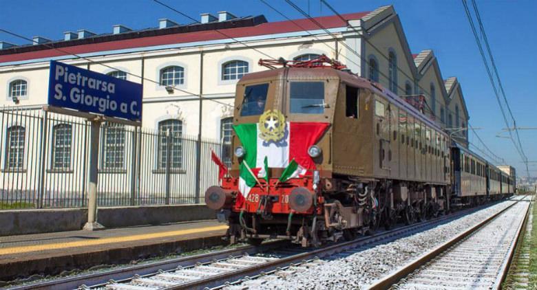 Mattarella a Pietrarsa su treno storico