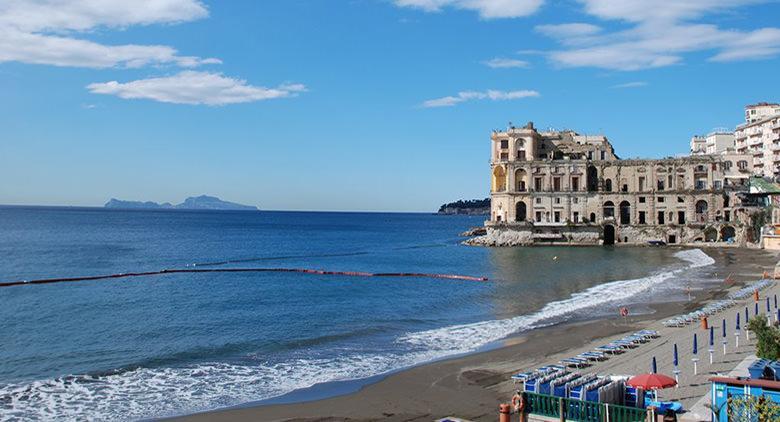 Bagni Rocce Verdi Napoli : Mare eccellente a napoli per lestate 2017: i luoghi con lacqua