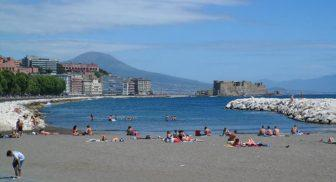 Per l'estate 2017 a Napoli, bagni e docce nelle spiagge pubbliche