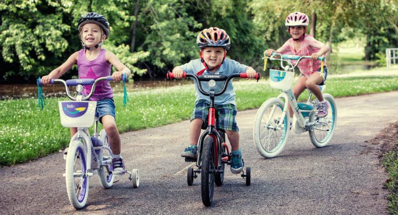 العودة إلى Naples Bimbimbici 2017 ، حدث دراجة مجاني للأطفال والمراهقين