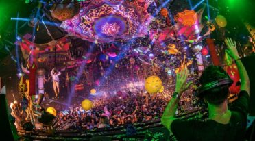 1 Mai 2017 am Strand von Bagnoli mit Elrow Bollywood Party