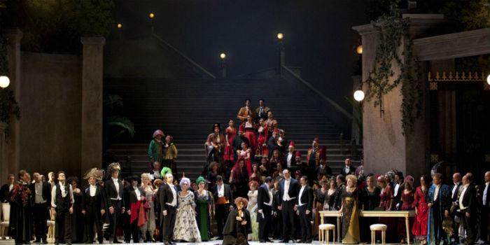 La Traviata in scena al Teatro San Carlo di Napoli
