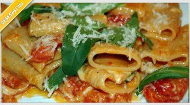 Neapolitan recipe of paccheri alla scarpariello