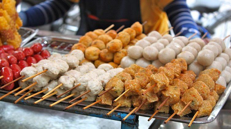 L'International Street Food Napoli in piazza Garibaldi a Napoli