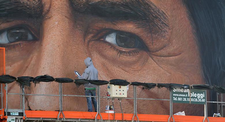 Fasi della realizzazione del murales di Maradona a San Giovanni a Teduccio