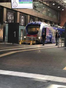 Esterno del nuovo treno della Cumana a Napoli