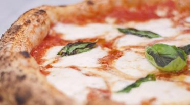 For the 30 years of the Scudetto of Napoli, free pizzas from Sorbillo