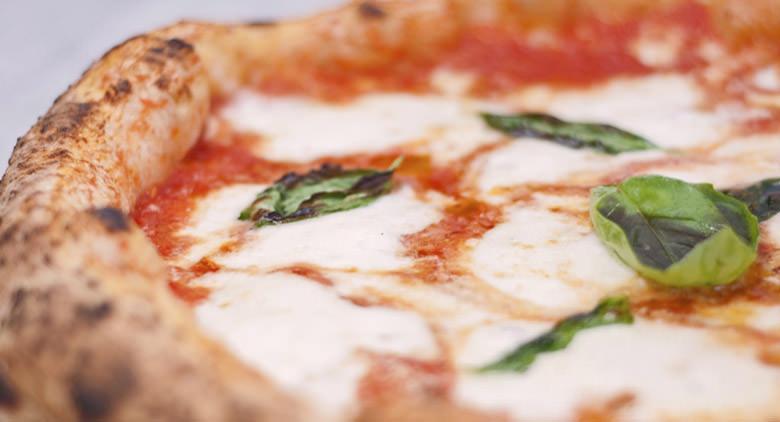 Per i 30 anni dello scudetto del Napoli, pizze gratis da Sorbillo