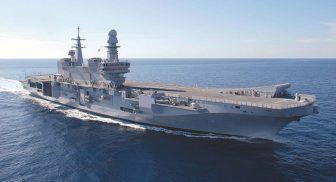 Nel Porto di Napoli sono ormeggiate la portaerei Cavour ed il cacciatorpediniere Andrea Doria
