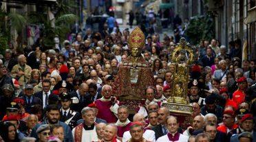 Il 6 maggi 2017 la processione per San Gennaro a Napoli