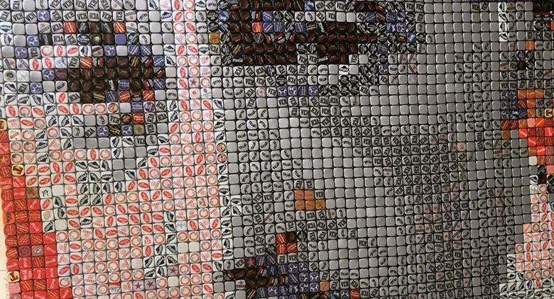 Quadri realizzati con i tappi dedicati a Totò