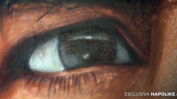 Particolare dell'occhio di Maradona nel murales di Jorit a San Giovanni a Teduccio