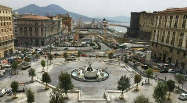 In Naples, fashion and design arrive at Piazza Municipio