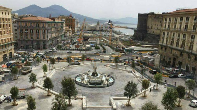 In Naples, moda e design arrivano a Piazza Municipio