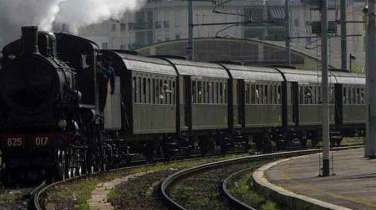 Treno d'epoca ArcheoTreno da Napoli al Cilento