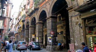 Via dei Tribunali a Napoli diventa isola pedonale anche durante la settimana