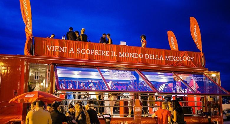 Campari Truck a Napoli: sul Lungomare l'arte della miscelazione dei drink