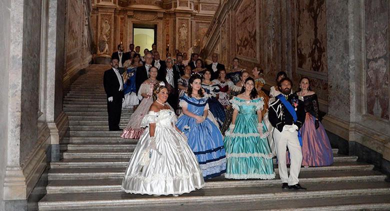Figuranti in costume d'epoca al Gran Ballo Ottocentesco alla Reggia di Caserta