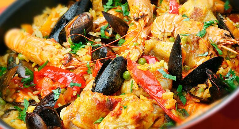Paella Valenciana in Naples meets the world at the Mostra d'Oltremare