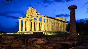 Tempio di Paestum di sera, visite serali agli scavi per Campania by Night 2017
