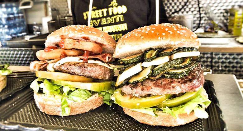 Panini con hamburger allo Street Food Festival a Torre del Greco