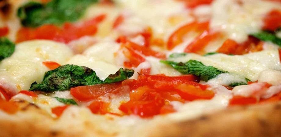 Pizza a portafoglio pizzeria da Attilio