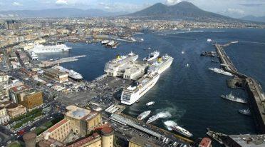 Porto di Napoli, visite in traghetto e concerto gratuito del Teatro San Carlo