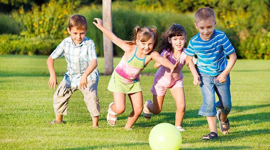 Bambini che giocano, campi estivi 2017 a Napoli