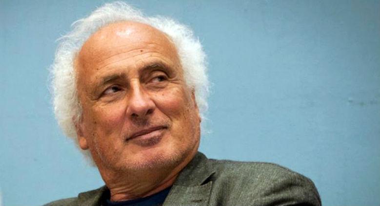 Lo scrittore Stefano Benni presenta il suo libro Prendiluna alla Feltrinelli a Napoli in un incontro gratuito