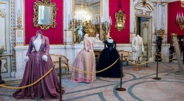 Dresses of international stars in the exhibition at Villa Pignatelli in Naples