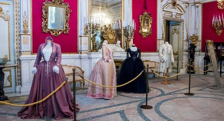 Dresses of international stars in the exhibition at Villa Pignatelli in Naples