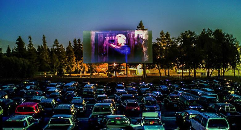 Поездка на открытом воздухе, в кино Pozzuoli из автомобиля на лето 2017