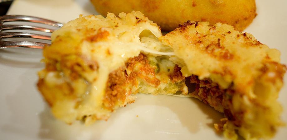 La frittatina di pasta della pizzeria 50 Kalò a Napoli