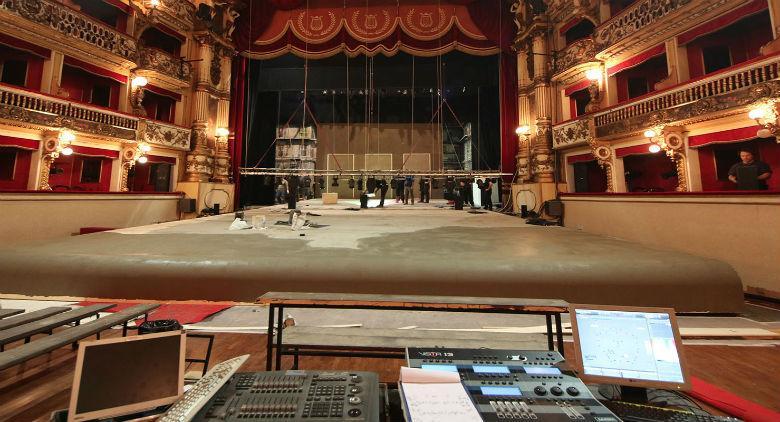 Il Teatro Bellini di Napoli si trasforma in Globe Theatre di Shakespeare per il Napoli Teatro Festival 2017