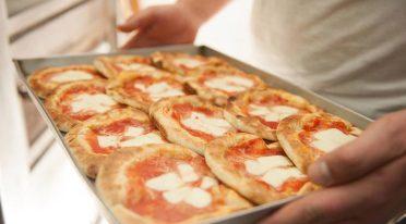 Pizzette von der Bar Moccia, das Restaurant eröffnet eine Filiale in Capodichino Airport