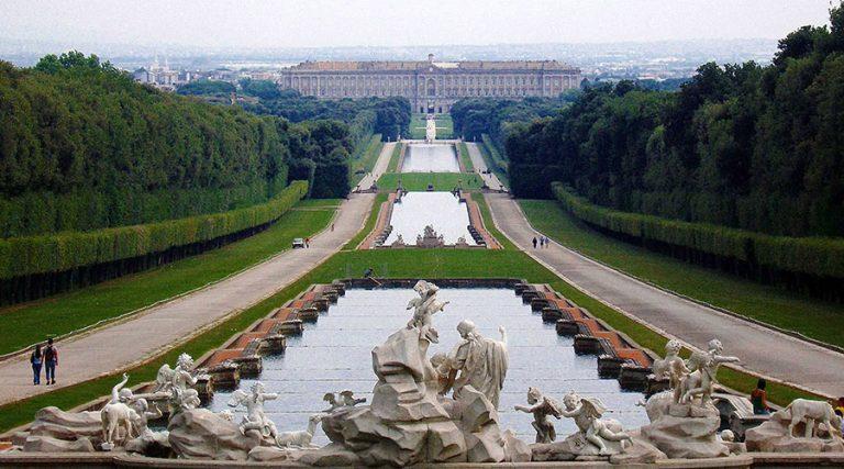 Exterior Royal Palace von Caserta, Abend Eröffnungen bei 1 Euro