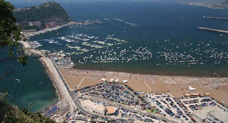 Litorale di Bagnoli, la spiaggia pubblica riapre al
