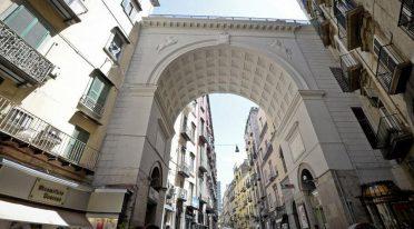Ponte di Chiaia in Neapel