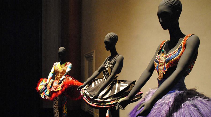 Abiti di Gianni Versace, mostra al Museo Archeologico di Napoli