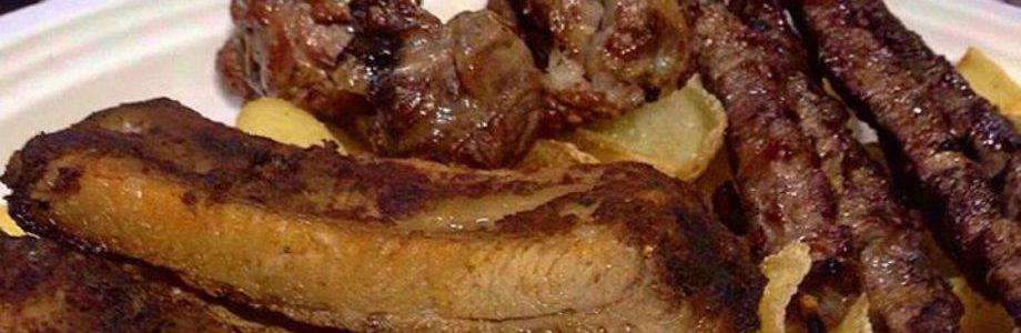 Piatto Appetitoso con costine, arrosticini e bombette, specialità dell'agribraceria di Fattoria Carpineto