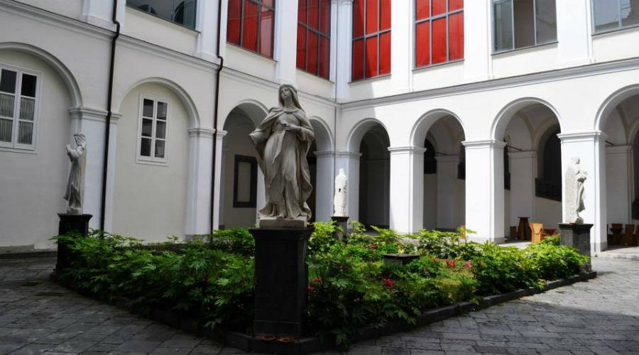 """Chiostro di San Domenico Maggiore di Napoli, rassegna teatrale """"Classico Contemporaneo"""""""