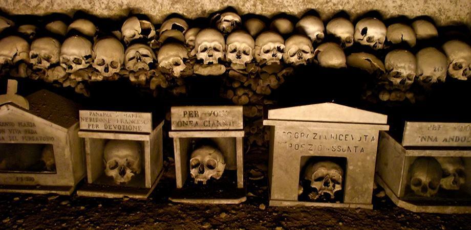 Capuzzelle nel Cimitero delle Fontanelle a Napoli