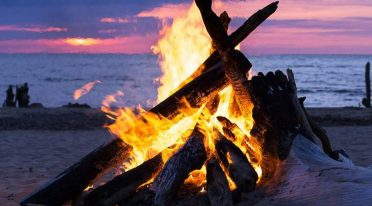 Bonfires on the beach, Astromare in Castel Volturno under the stars