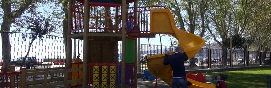 Giochi per bambini alla Villa Comunale di Napoli