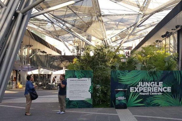 Allestimento della Jungle Experience alla Stazione Centrale di Napoli